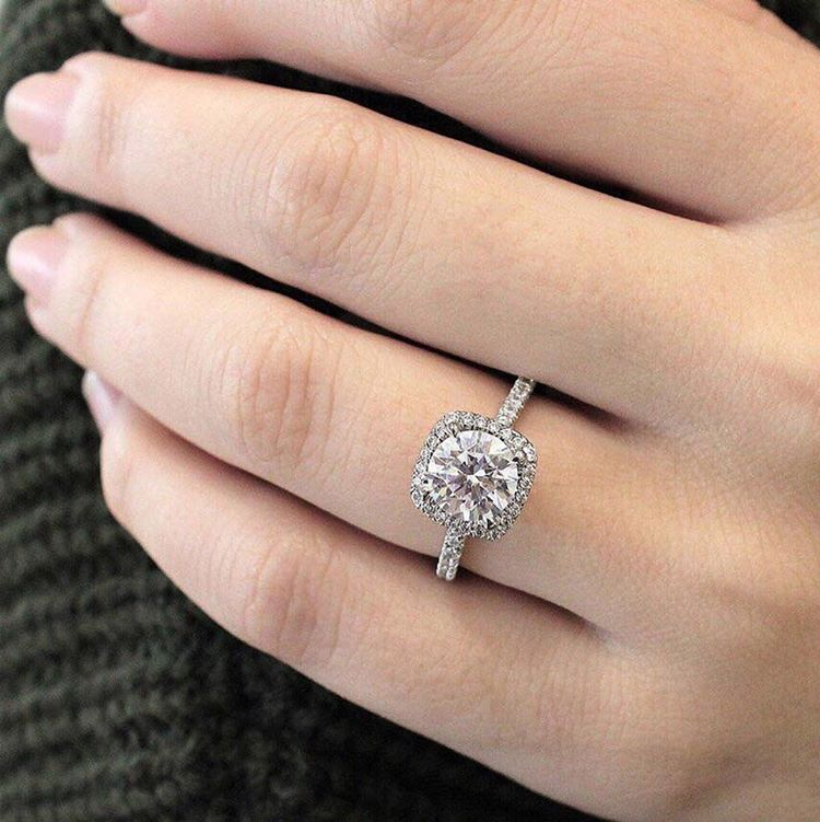8 ways to make your engagement ring look bigger