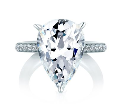 What to Know Before Buying a Pear Shaped Engagement Ring
